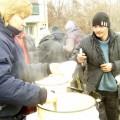Свято-Георгиевцы возобновили кормление бездомных