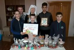Социальный отдел Челябинской епархии и Свято-Георгиевский храм раздали Пасхальные подарки