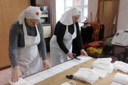 Социальный отдел Челябинской епархии в действии: раздача продовольствия малоимущим, пошив масок, помощь селянам