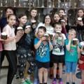 На Пасху социальный отдел Челябинской епархии и служба милосердия Свято-Георгиевского храма вручили сладкие подарки