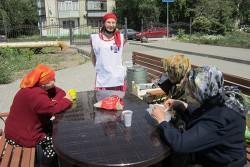 Горячие обеды, доброе слово и другая поддержка. В приходе Свято-Георгиевского храма кормят малоимущих.