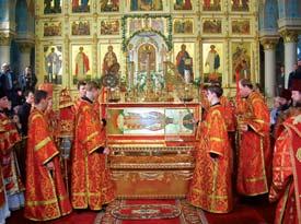 Рака со святыми мощами архиепископа Иоанна в храме Рождества Христова в Риге